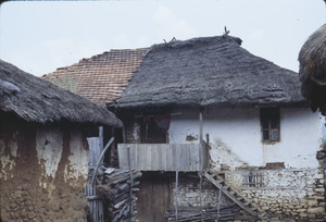 House and barn in Volce