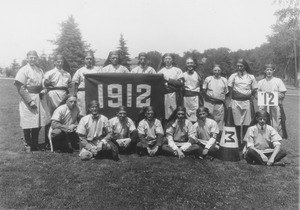Class of 1912 at 10th reunion holding banner