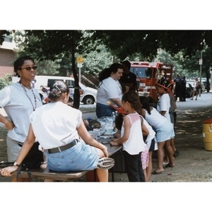 Children gathered at an activity table at Festival Betances.