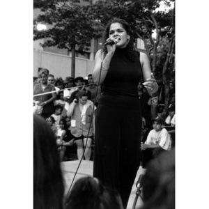 Female singer performing on the outdoor stage at Festival Betances.