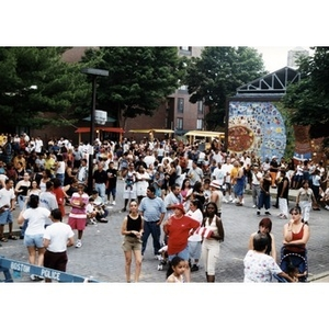 Festival goers fill the plaza at Festival Betances.