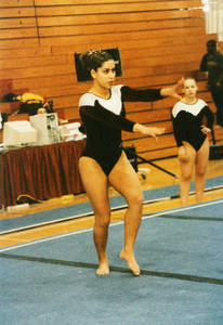 Gina Gutierrez performing floor routine