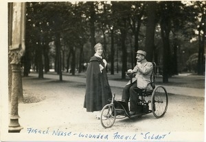French nurse -- wounded French soldat