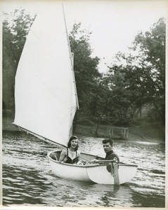 Students in a sailboat at Freshman Camp