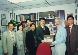 Visitors from Sun Yat-sen University in Charlie Redmond's office (2000)