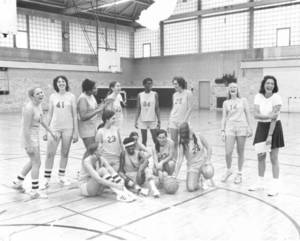Lucille Kyvallos with basketball team