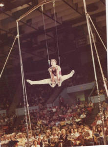 Mike Viola performing on the Rings in the 1978 SC Homeshow