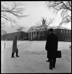 People approaching Goodell Library and Bartlett Hall on snowy day