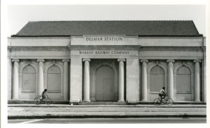 Delmar Station and bikers