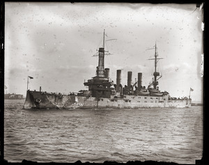 Woodrow Wilson's return from the Paris Peace Conference: unidentified cruiser in Boston Harbor upon Wilson's arrival
