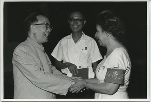 Shirley Graham Du Bois shaking hands with Guo Morou.