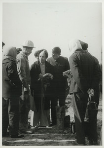 Shirley Graham Du Bois interviewing a Chinese worker