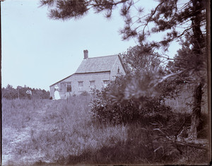 Exterior view of a farmhouse, Milton, Mass.