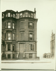 Exterior view of the Mrs. James Roosevelt House, 282 Beacon St. at corner of Exeter, Boston, Mass., undated
