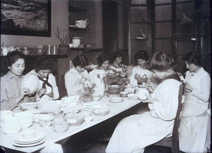 Group of girls applying color, Paul Revere Pottery, 18 Hull Street, North End, Boston, Mass., ca. 1914