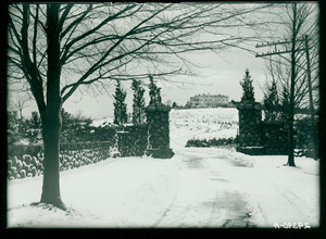 Entrance to the grounds of the G. C. Whittall House in winter, Shrewsbury, Mass., January 1915