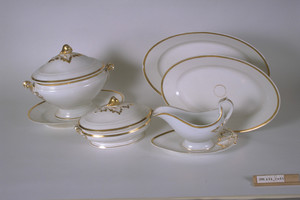 Gravy boat and stand