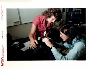 Christa and Barbara Learn to Use an Arriflex Camera