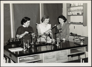 Howard Seminary for Women - Students in chemistry lab