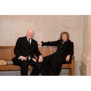 A couple sits on a bench at the Museum of Fine Arts for President Aoun's inauguration celebration