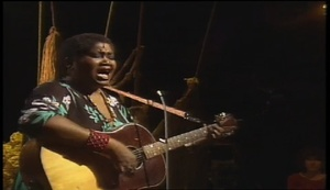 "Odetta Gordon performs ""Give Me Your Hand"""