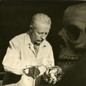 Robert M. Green lecturing in anatomy