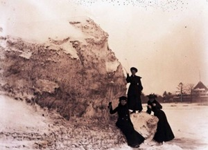 Women on Iceberg