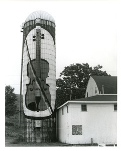 Violin painted on silo