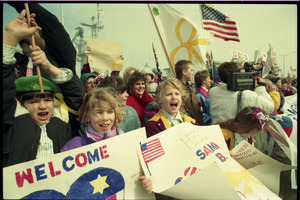 Crowd cheering as the USS Roberts returns from Persian Gulf War duty