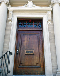 Griswold Memorial Library: close-up of front door