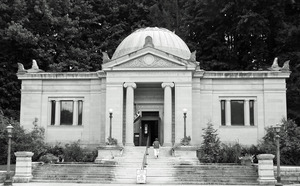 Field Memorial Library: view of the front of the building