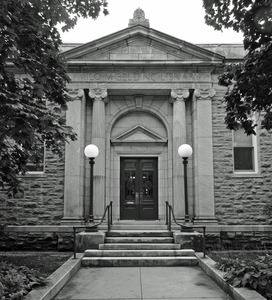 Belding Memorial Library: front entrance
