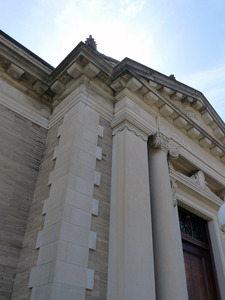 Griswold Memorial Library: front entrance