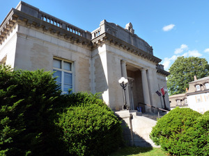 Wheeler Memorial Library, Orange, Mass.: front entrance, view looking upward