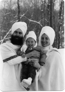Gurushabd Singh, Gurushabd Kaur, with Sat Narayan Singh in the middle