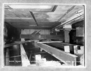 Roof beams under Osgood's, Harvard and Washington Sts., Boston, Mass., January 31, 1905