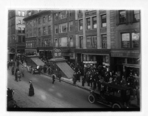 Crowd around coops on Tremont St., with a car in the foreground, Boston, Mass., November 22, 1913