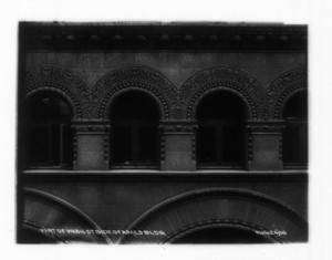 Part of Washington St. side of Ames Building, Boston, Mass., August 24, 1906