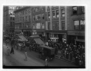 Crowd at north coops, 129 Tremont Street, Boston, Mass., November 22, 1913