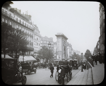 Boulevard de Bonne Nouvelle and the Porte Saint-Denis