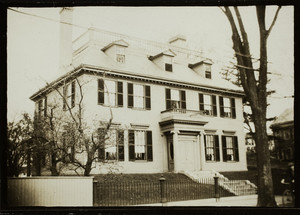 Exterior view of the Governor John Wentworth House, 346 Pleasant Street, Portsmouth, New Hampshire, 1915