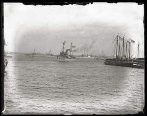 Woodrow Wilson's return from the Paris Peace Conference: ships in Boston Harbor upon Wilson's arrival