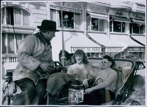 Roberta Cowell and Lisa Morrell in Cab in Nice (1954)