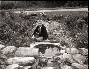 Dorothy Canfield Fisher: Fisher and her cat, seated by water feature in her garden