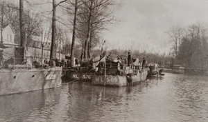 English submarine chasers docked along the Marne river
