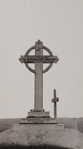 """View of a monument, a circled cross bearing the English inscription """"THE DURHAM LIGHT INFANTRY"""""""