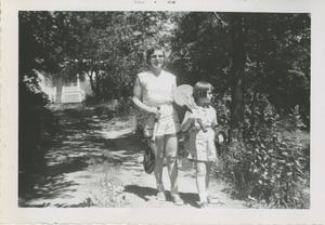 Bernice Kahn and daughter Sharon walking with badminton rackets