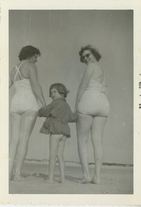 Bernice Kahn and her daughter Sharon at the beach