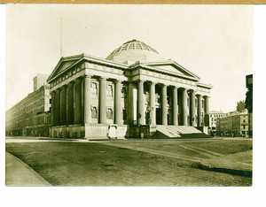 Exterior view of old Custom House, Boston, Mass., undated