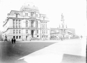 Exterior view of Providence City Hall with Soldiers and Sailors Monument, Providence, R.I.